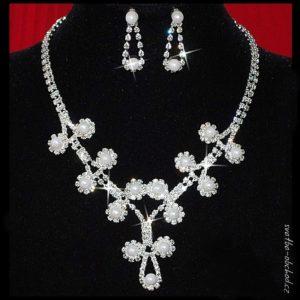 Náhrdelník 421 bílé perličky