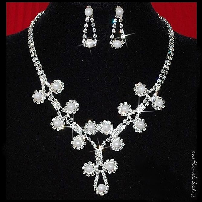 0111b1020 Náhrdelník 421 bílé perličky Facebook instagram