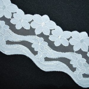 Kraječka 19 bílá vlnky kytičky