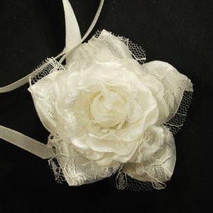 Růže 10 bílá s krajkou 7cm