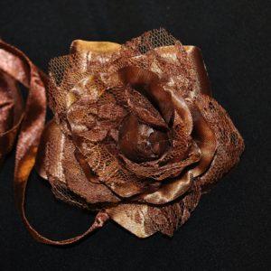 Růže 10 hnědá s krajkou 7cm