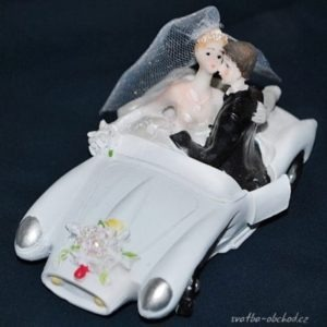 Svatební pár v autíčku 78 a