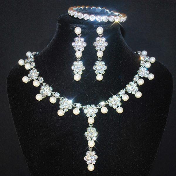 Souprava 379 bílé perličky