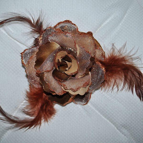 Růže 06 hnědá s peříčky 7cm