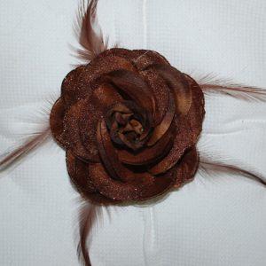 Růže 09 hnědá s peříčky 9cm