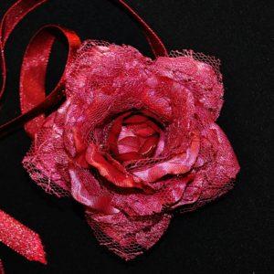 Růže 10 vínová s krajkou 7cm